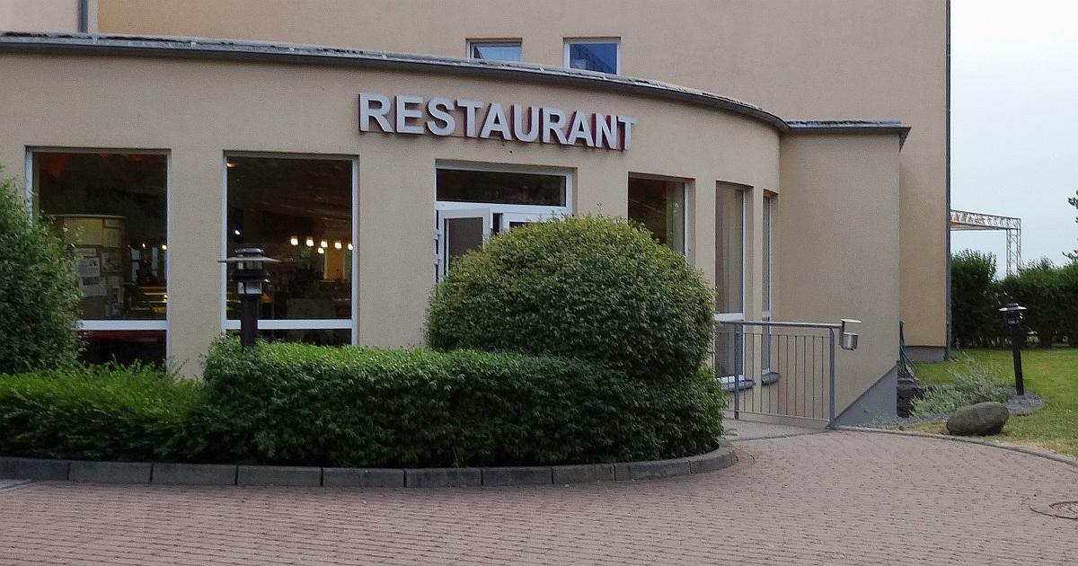 Der Eingang zum Restaurant Bergwirtschaft Wilder Mann