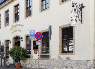 Das altehrwürdige Gebäude des Schießhauses von vorn